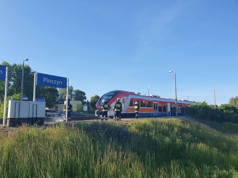 Śmiertelne potrącenie przez pociąg w Pinczynie 1.06.2020. Tragiczna śmierć 17-latki na przejeździe kolejowym w pow. starogardzkim [zdjęcia]