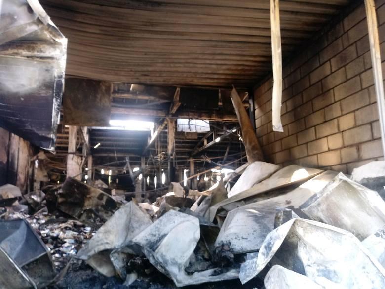Pożar niemal całkowicie zniszczył nieczynny zakład przetwórstwa rybnego. Pożar w hali zakładu przy ulicy Drawskiej w Złocieńcu zauważono w środowe popołudnie.