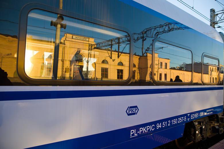 Utrudnienia na trasie kolejowej Białystok - Warszawa. Rozczepiły się wagony. PKP wprowadziło komunikację zastępczą. Są opóźnienia