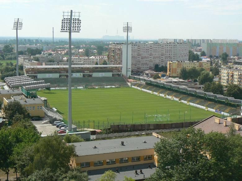 Pojedmność: 5 264Rok otwarcia: listopad 2008Na co dzień swoje mecze rozgrywa tu GKS Bełchatów, ale w obliczu braku stadiony dla Rakowa Częstochowa, beniaminek