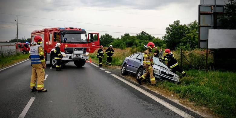 Kierowca skody w Stalach stracił kontrolę nad autem, wjechał do rowu (ZDJĘCIA)
