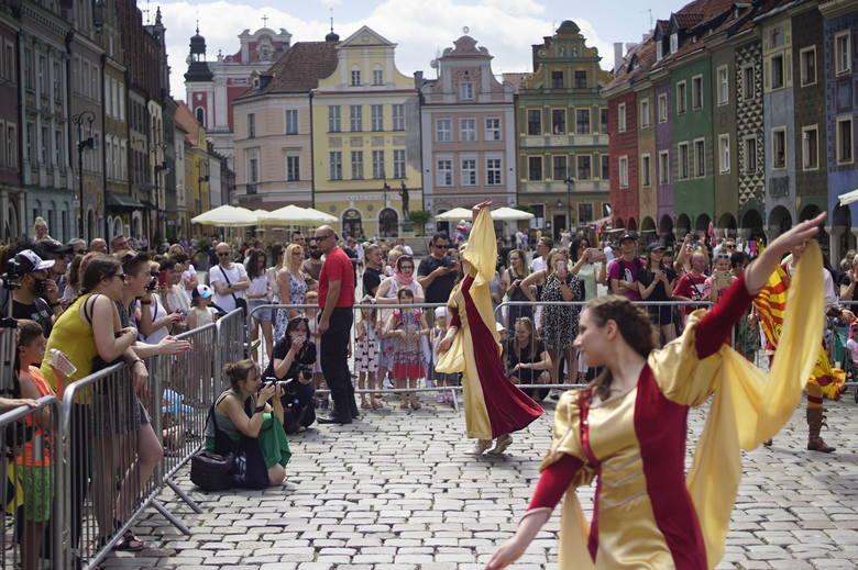 Poznański Jarmark Świętojański został zorganizowany pomimo panującej pandemii. W sobotę, 4 lipca na Starym Rynku pojawili się rzemieślnicy, kolekcjonerzy