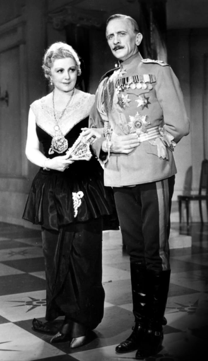 Władysław Grabowski (z lewej) podczas przedstawienia w Teatrze Letnim.