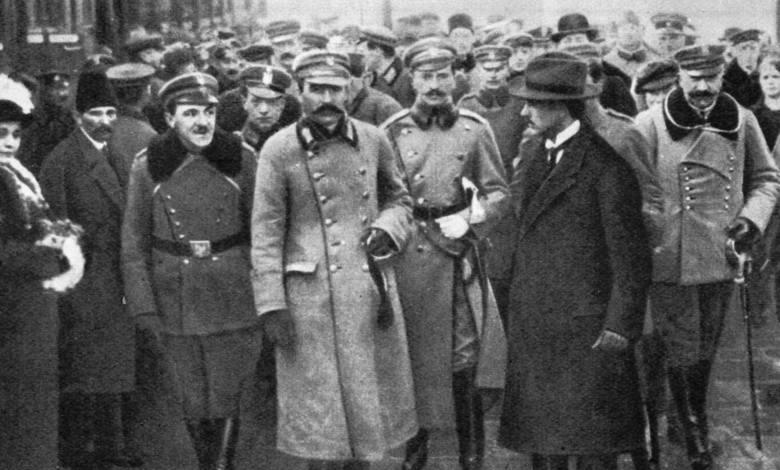 To klasyczne zdjęcie Piłsudskiego na dworcu w Warszawie nie pochodzi z listopada 1918 r. Wykonano je 12 grudnia 1916 r.