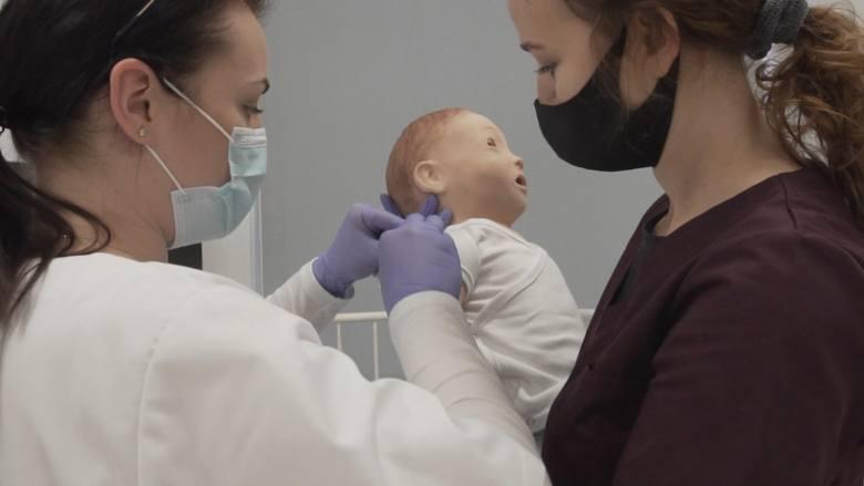 Praca ratowników medycznych i pielęgniarek w czasie koronawirusa jest wyjątkowo trudna. Zobaczcie
