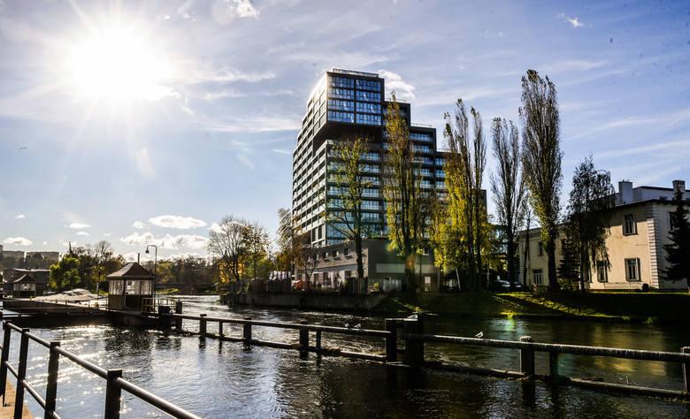 Deweloperzy budują u nas na potęgę - średnio oddają do użytku ponad 600 mieszkań miesięcznie. Powstają nowoczesne osiedla, często z apartamentami, gdzie