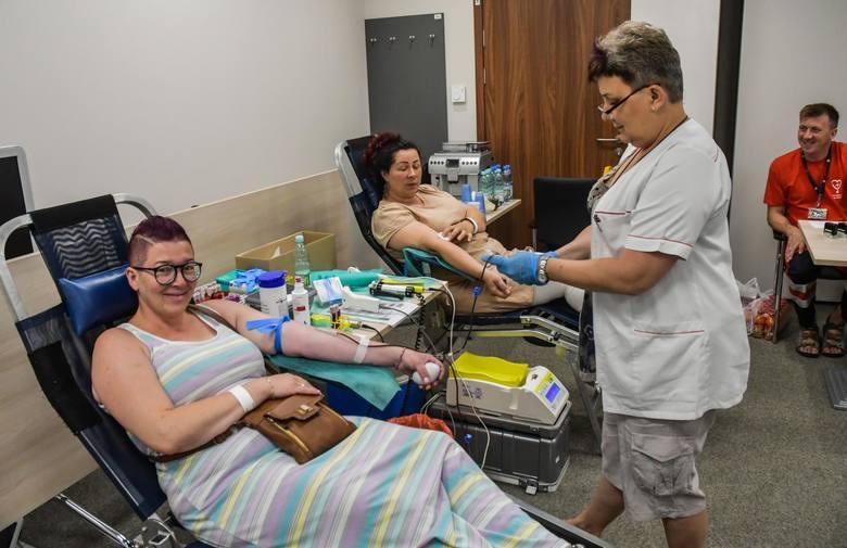 13 czerwca krew oddawali, m.in. pracownicy NFZ w Bydgoszczy.Taką zbiórkę w siedzibie kujawsko-pomorskiego oddziału NFZ zorganizowano po raz pierwszy.