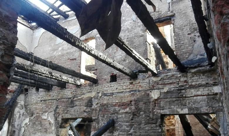 Do pożaru w Główczycach doszło w środku nocy. -Zgłoszenie otrzymaliśmy o 2.28. Pożar był potężny. Na miejsce pojechało dziesięć zastępów straży pożarnej.