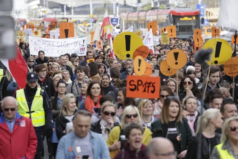 Wkrótce będzie wiadomo, ilu nauczycieli i pozostałych pracowników polskiej edukacji zwróciło się do ZNP o przydzielenie wsparcia w kwocie 500 zł. To
