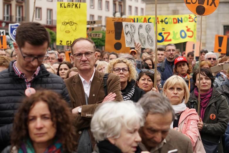 Marek Ćwiek, prezes Związku Nauczycielstwa Polskiego w Okręgu Łódzkim, wyliczył, ilu dotąd mieszkańców naszego województwa chce skorzystać z pomocy Zarządu