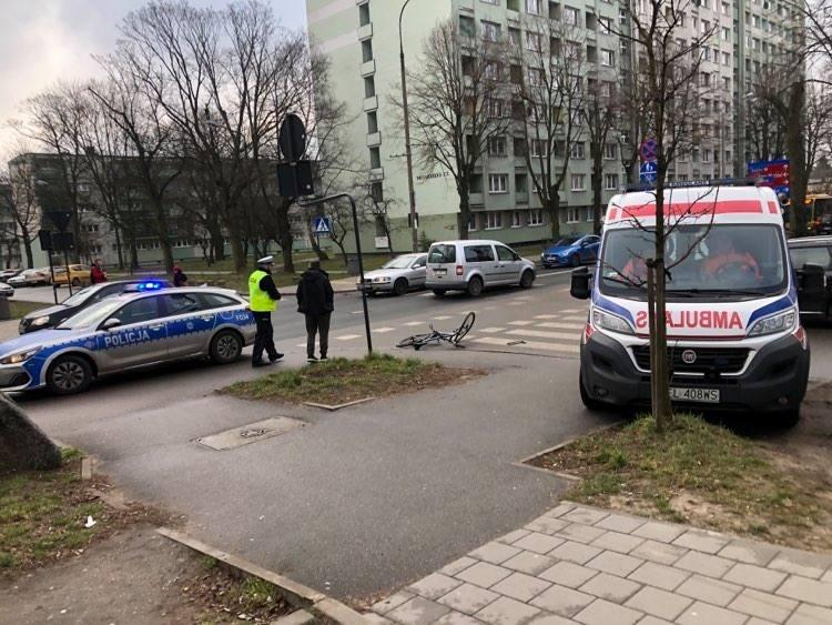 Młody cyklista trafił pod opiekę ekipy pogotowia ratunkowego na skutek wypadku, do którego doszło we wtorek ok. godz. 8 na ul. Niciarnianej i ul. Kazimierza.