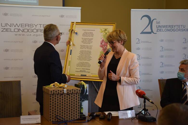 Prezent dla UZ od marszałek Elżbiety Anny Polak