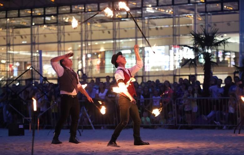 Festiwal Ognia w Manufakturze! Gorące show na plaży centrum handlowego ZDJĘCIA