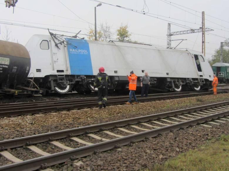 Gniezno: Wykoleił się pociąg z siarką [ZDJĘCIA]