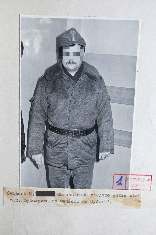 Mirosław P. który pełnił służbę razem z kapralem Mantajem. Starszy od niego o osiem lat. Był wielokrotnie przesłuchiwany, a nawet przebadany wykrywaczem