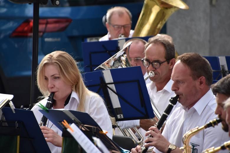 Orkiestra Dęta Zastal gra nam od wielu, wielu lat. A plenerowe koncerty na deptaku zawsze cieszą się dużym zainteresowaniem zielonogórzan i ich gośc