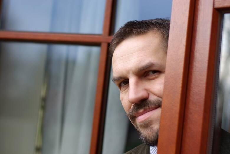 02.12.2009 krakow , ..n/z: dr jaroslaw flis , glowa , glowka , portret , ..fot. andrzej banas / polskapresse ..gazeta krakowska *** local caption ***
