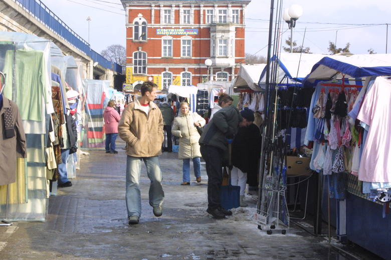 8 grudnia przypada Dzień Kupca. - Naprawdę? To życzymy sobie dużo klientów - mówi Grażyna Sławęcka z targowiska przy ul. Cichońskiego w Gorzowie. Maria