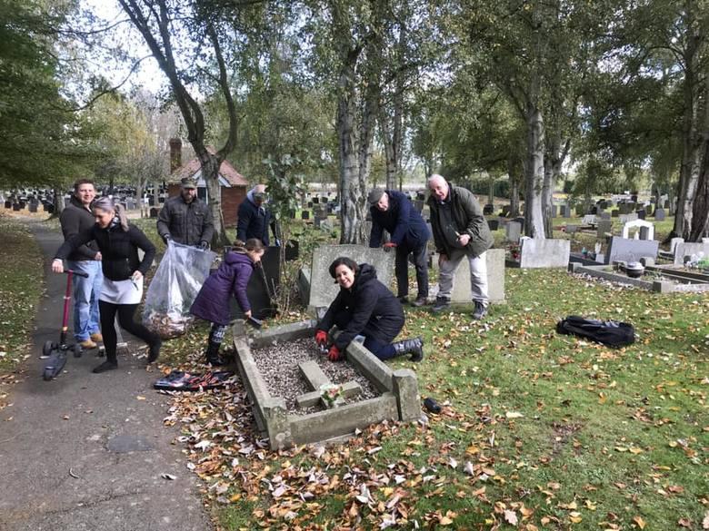 Joe Cocker z Leominster oraz grupa jego przyjaciół opiekują się grobem gen. Stanisława Kozickiego