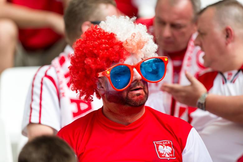 Najbardziej odjechani polscy fani we Francji - zobacz całą GALERIĘ!___________________FRANCUSKI ŁĄCZNIK | Zobacz huczny przejazd polskich fanów ulicami