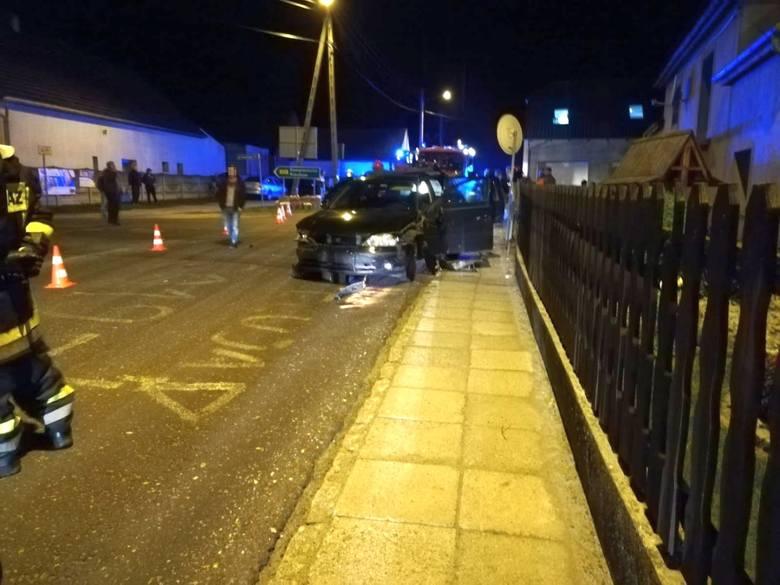 Zderzenie dwóch aut w Wawelnie. Jedna osoba ranna