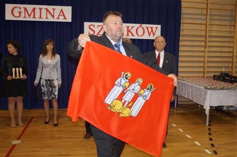 Nadanie insygniów gminie Szelków.