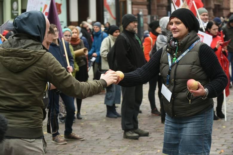 W Toruniu protestowali przeciw CETA i TTIP