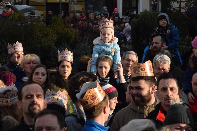 Para prezydencka Agata i Andrzej Duda maszerowała w sobotę w skoczowskim Orszaku Trzech Króli
