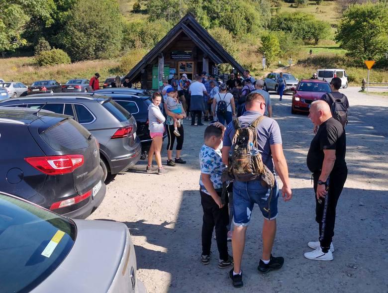 Turyści zjechali w Bieszczady. Zobacz jak było na szlaku na Małą Rawkę i WielkąRawkę [ZDJĘCIA]