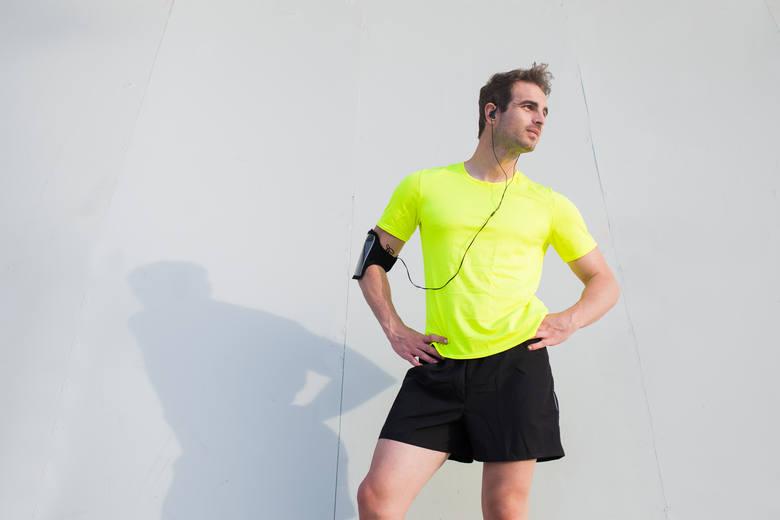 Modne kolory w stylizacjach sportowych