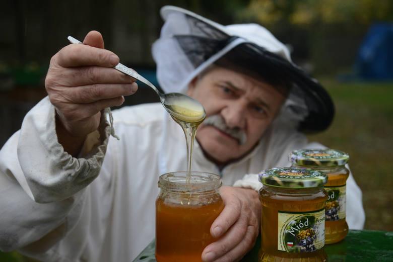 To, że miód jest zdrowy wiadomo nie od dziś. Zwłaszcza ten wytwarzany naturalnie przez pszczoły. Gatunków miodu jest wiele. Każdy z nich ma nieco inne