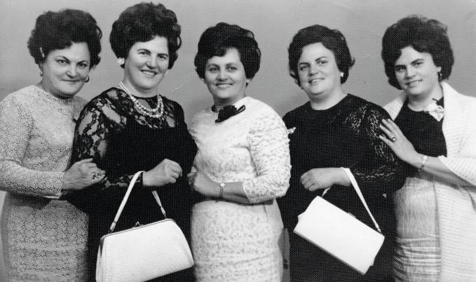Rewia mody na starych fotografiach z rodzinnych albumów mieszkańców Katowic...