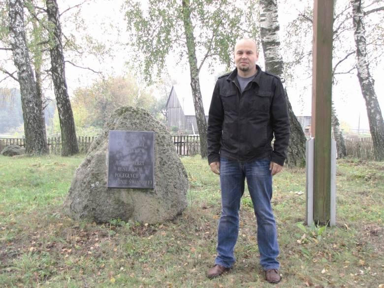 """- To, żeby cmentarz wyglądał tak, jak obecnie, kosztowało nas naprawdę dużo pracy - mówi Mirosław Surmacz, prezes """"Penetratora""""."""