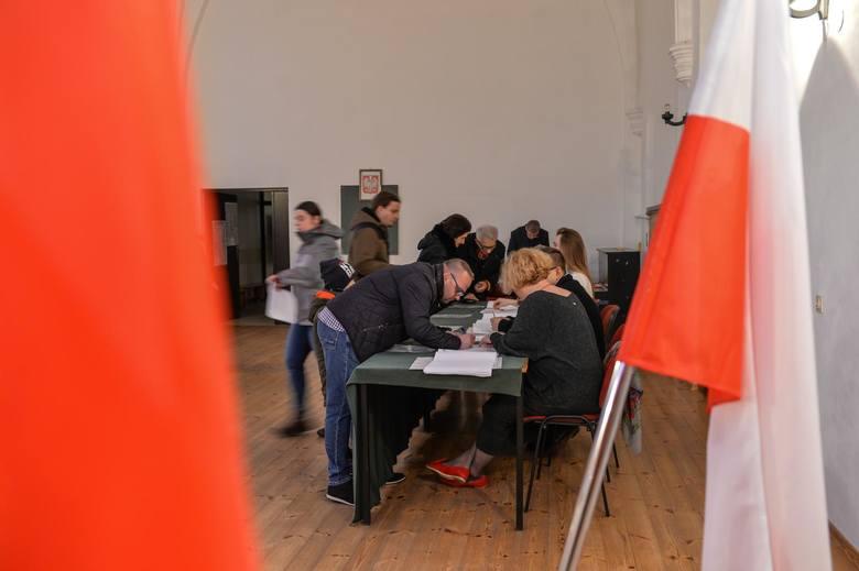 Koronawirus Pabianice. 300 mieszkańców Pabianic potrzeba do obsługi wyborów prezydenckich