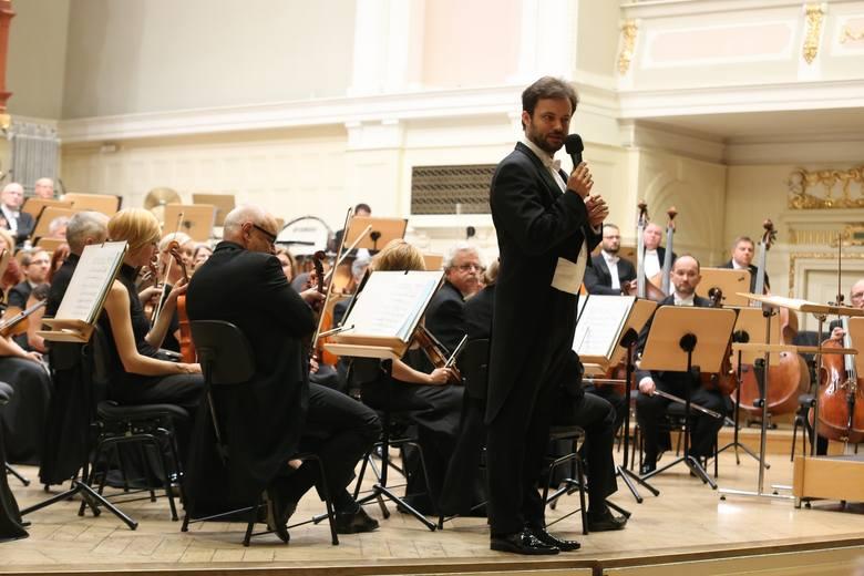 Łukasz Borowicz był nie tylko dyrygentem, ale i przewodnikiem po muzyce