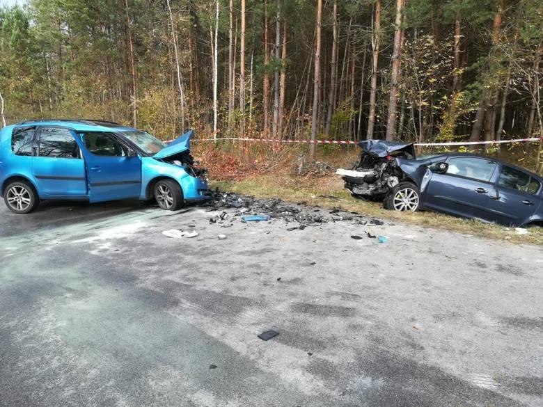 Kolbuszowscy policjanci wyjaśniają okoliczności wypadku , do którego doszło wczoraj w Niwiskach. W wyniku zderzenia skody z oplem do szpitala trafili