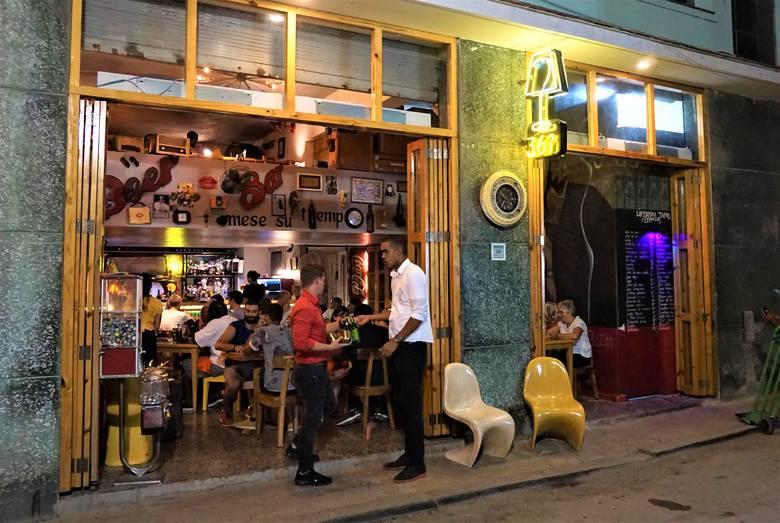Bar Lamparia w Starej Hawanie