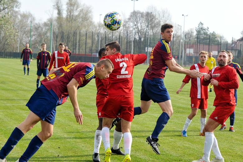 Bardzo zróżnicowane humory panują w ostatnich tygodniach w 4-ligowych Poloniach: Nysie oraz Głubczyce. Na tą pierwszą ciągle nie ma mocnych, a druga