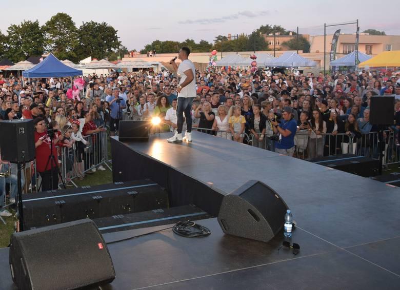 Na stadionie Szydłowianki w Szydłowcu odbył się 8. Hit Pomidzi Festiwal Disco Polo 2019. Na scenie zaprezentowali się: BQLL, Extazy, Kolibeer, Randevu,
