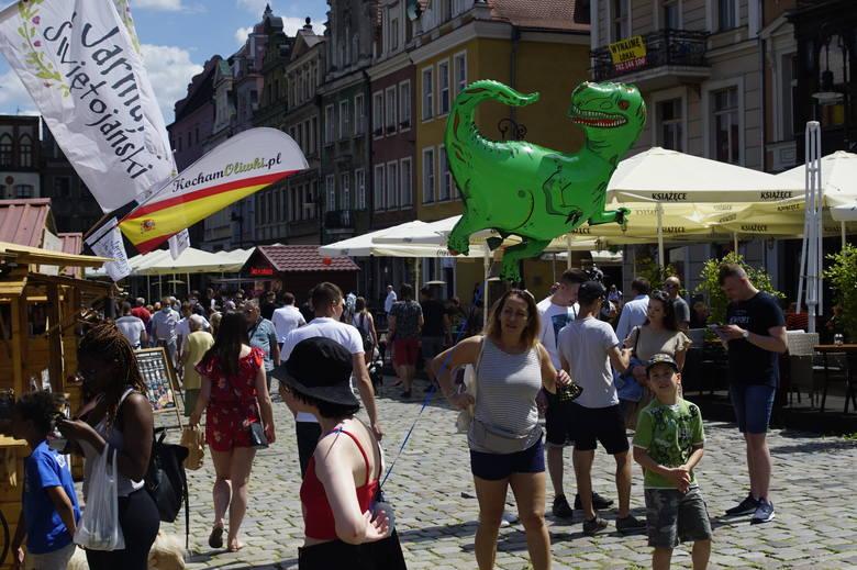 Podczas tegorocznego 45. Jarmarku Świętojańskiego w Poznaniu wszystko odbywa się z zachowaniem reżimu sanitarnego, dlatego mieszkańcy i turyści nie powinni