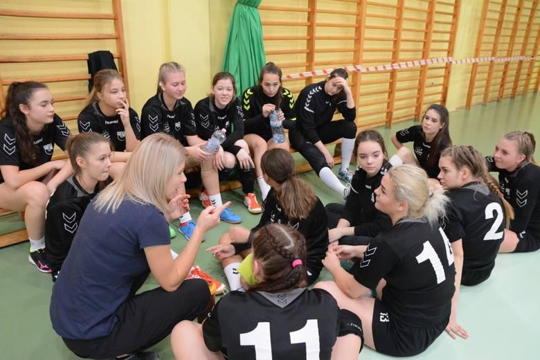 W sobotę, 8 grudnia,  w hali ARENA w Żaganiu rozegrano kolejny turniej Lubuskiej Ligi Piłki Ręcznej Juniorek. Szczypiornistki Czarnych Żagań nie pozostawiły