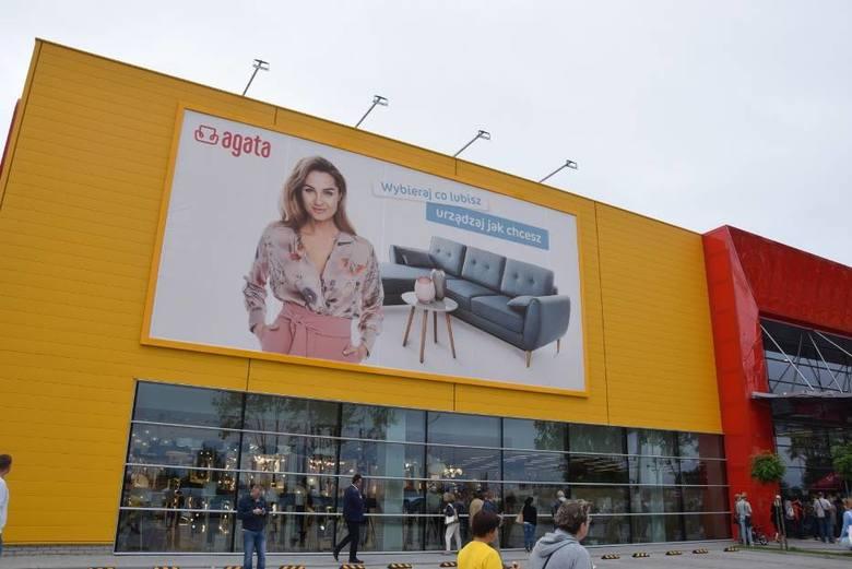To już pewne. Na przełomie sierpnia i września rozpocznie się w Toruniu budowa salonu meblowego i wyposażenia wnętrz Agata Meble.>>>>CZYTAJ
