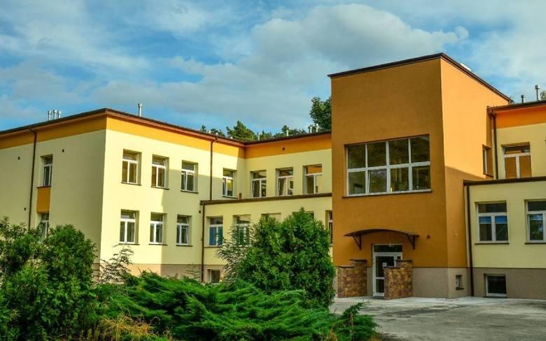 Do szpitala w Wolicy trafiły dotychczas 53 osoby. To podopieczni prywatnego ośrodka opiekuńczo-pielęgnacyjnego Salus w Kaliszu oraz Domu Pomocy Społecznej