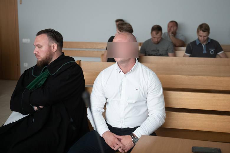 Proces kibiców Lecha Poznań za zamieszki w trakcie meczu z Legią Warszawa ruszył w 2019 roku. Na ławie oskarżonych zasiadło 7 kibiców Lecha.