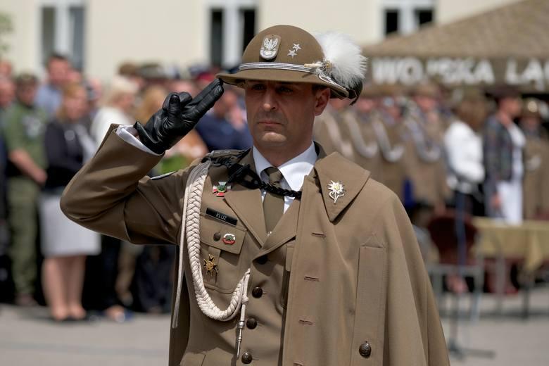 W piątek odbyło się święto 1. Batalionu Czolgów w Żurawicy.Podczas uroczystego apelu ppłk. Rafał Kluz przejął obowiązki dowódcy batalionu. Kluz był do