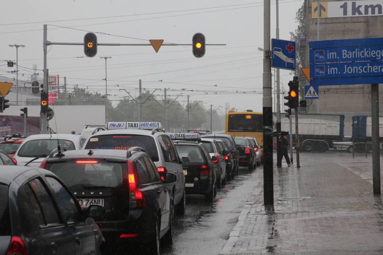 """Awaria sygnalizacji na """"skrzyżowaniu marszałków"""" w Łodzi [ZDJĘCIA]"""