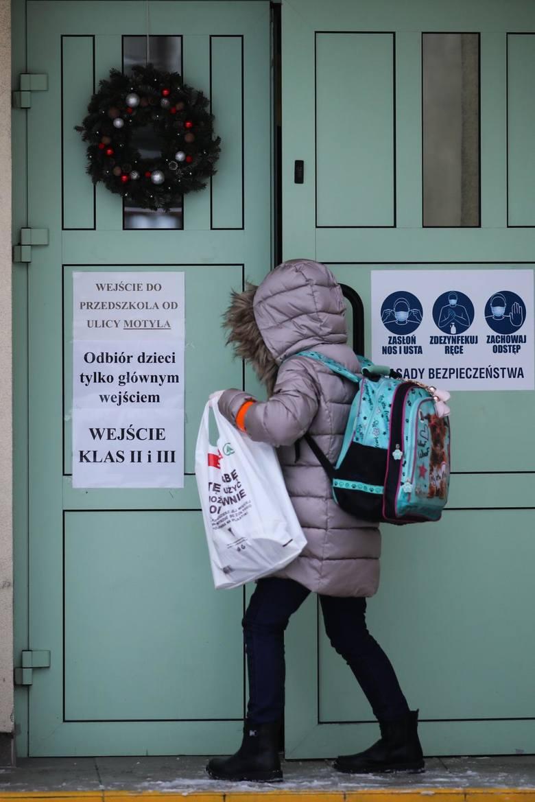 Najmłodsi uczniowie wrócą do zdalnej nauki? Minister Przemysław Czarnek: Jest takie ryzyko