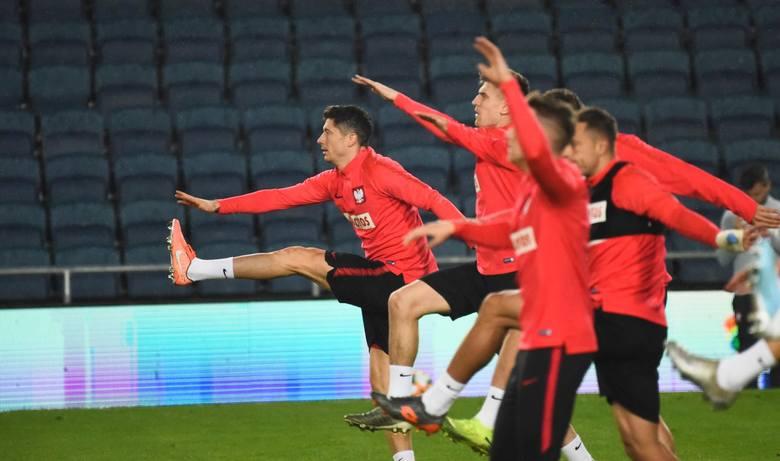 Reprezentacja Polski przy blasku jupiterów odbyła jedyny trening na stadionie w Jerozolimie. Humory dopisywały zwłaszcza napastnikom: Robertowi Lewandowskiemu