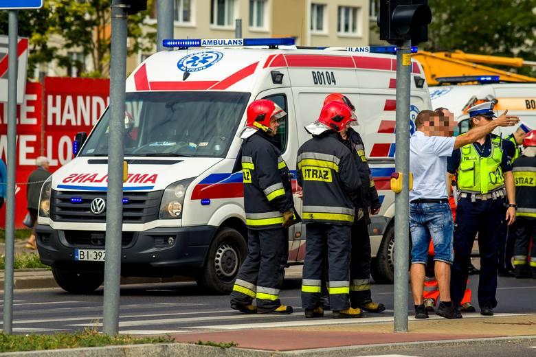 Ze wstępnie ustalonych informacji wynika, że autobus BKM linii 20 jechał ulicą Wyszyńskiego i z niewyjaśnionych przyczyn uderzył w dwa słupy: oświetleniowy