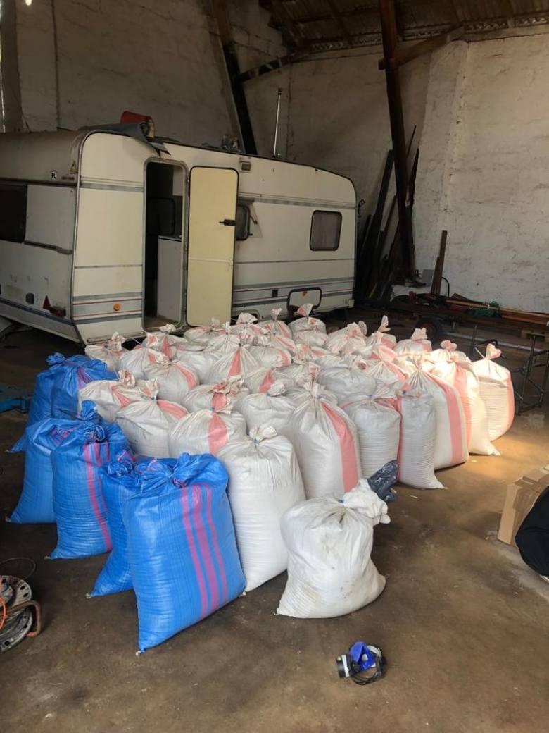 Ponad 1,5 tony nielegalnego tytoniu zabezpieczyli funkcjonariusze  z Wydziału dw. z Przestępczością Gospodarczą KWP w Bydgoszczy. Policjantom udało się
